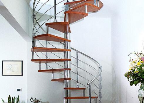 木制的楼梯踏板更能带给你温情舒适的感受.