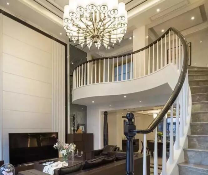 青岛沙子口别墅大厅室内楼梯设计装修效果图图片